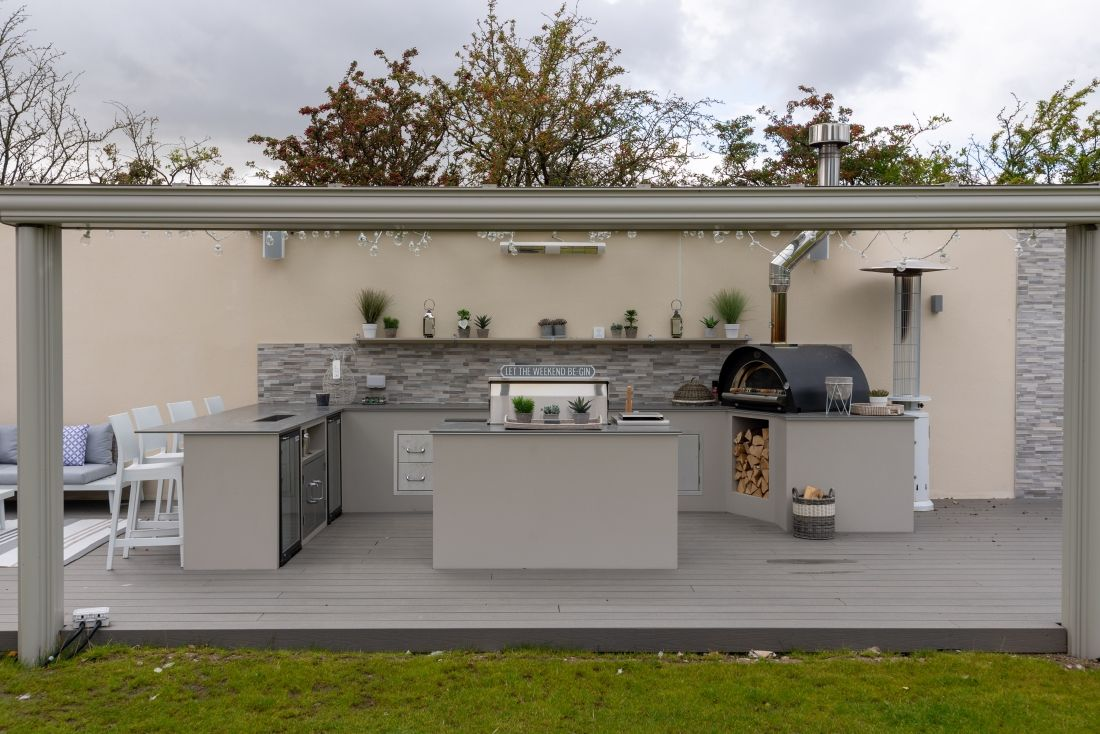 Alfresco Traditional Outdoor Kitchen Garden
